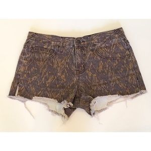 Free People Size 27 Printed Cut Off Shorts